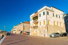 Chioggia, Włochy: Uliczny widok w szerokiej kąt perspektywie Obrazy Stock