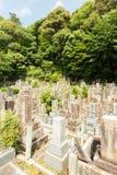 Chion在寺庙墓石的佛教公墓v 免版税库存图片