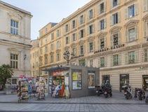 Chiosco su Place du Palais in Nizza, Francia immagine stock