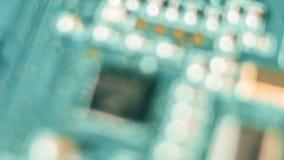 Chip de computador Defocused, placa de circuito eletrônico vídeos de arquivo
