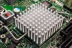 Chip de computador sob o radiador Imagem de Stock
