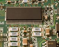 Chip de memoria y otros componentes electrónicos Foto de archivo