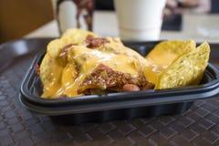 Chip del nacho con il peperoncino rosso ed il formaggio Fotografia Stock Libera da Diritti