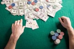 chip derringer gra w pokera shotglass tabeli fotografia stock