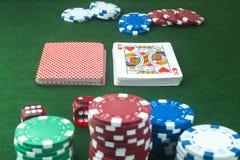 Chip di poker dei dadi del taglio dei cuori delle carte da gioco Fotografia Stock Libera da Diritti