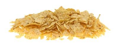 Chip di tortiglia rotti su un fondo bianco Fotografia Stock Libera da Diritti