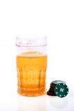 Chip di vetro e del casinò di birra Fotografia Stock Libera da Diritti