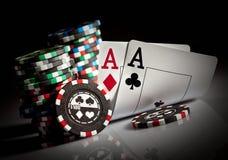 Chip ed assi di gioco Immagine Stock