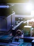 Chip för elektronisk strömkrets på PCbräde Arkivbild