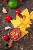 Chip messicani del nacho ed immersione della salsa Fotografie Stock