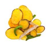Chiper för torkad grönsak på en vit bakgrund Arkivbilder