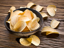 chiper isolerade potatiswhite Royaltyfri Bild