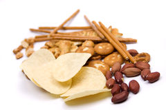 chiper isolerade vita salt mellanmål för potatisen arkivbild