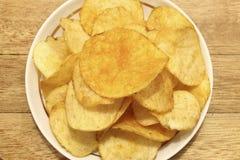 Chiper på ett uppläggningsfat Royaltyfria Bilder