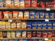 Chipgång av en livsmedelsbutik royaltyfri fotografi