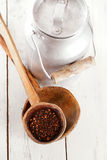Chipotle - geräucherter Paprika des Jalapeno im alten Löffel Stockfotos