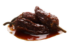 Chipotleen-Adobosoße rauchte Jalapeno, Wege Lizenzfreie Stockbilder