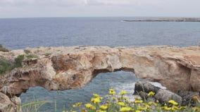 chipre Cabo Greco El puente del mar almacen de metraje de vídeo