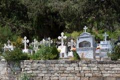 CHIPRE, GREECE/EUROPE - 25 DE JULIO: Vista de un cementerio en un Cyprio Fotos de archivo libres de regalías