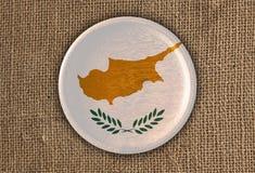 Chipre Textured em volta da madeira da bandeira no pano áspero Fotos de Stock Royalty Free