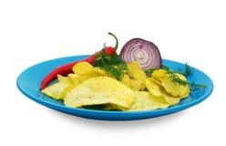 Chips auf einer blauen Platte Lizenzfreie Stockfotos