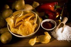 chips den handgjorda organiska potatisen Royaltyfri Foto