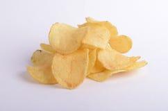 Chips die op witte achtergrond worden geïsoleerdo Stock Foto