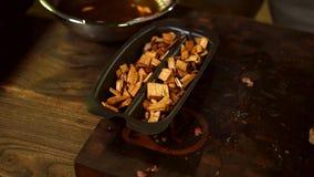 Chips f?r rauchenden Fleischhintergrund lizenzfreie stockfotos