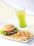 chips hamburguer Fotografering för Bildbyråer