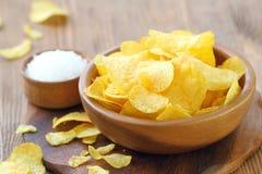 Chips in kom Snel voedsel stock fotografie