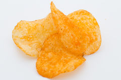 Chips med paprica på en vit bakgrund Arkivbild