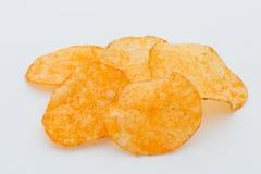 Chips med paprica på en vit bakgrund Royaltyfri Foto