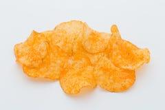 Chips med paprica på en vit bakgrund Fotografering för Bildbyråer