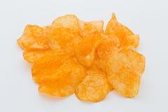 Chips med paprica på en vit bakgrund Royaltyfria Bilder