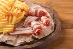 Chips met bacon royalty-vrije stock afbeelding