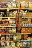 Chips in supermarkt royalty-vrije stock afbeelding