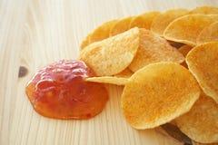 Chips und Bad stockbilder