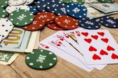 Chips und Karten für Poker Lizenzfreie Stockbilder