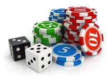 Chips und Würfelspiel vom Kasino Stockfotos