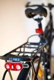 Chiquenaude de la lumière de sécurité sur la bicyclette photo libre de droits