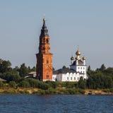 Chirch orthodoxe sur la banque de la Volga Image libre de droits