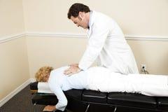 Chiropractor com Copyspace Foto de Stock Royalty Free