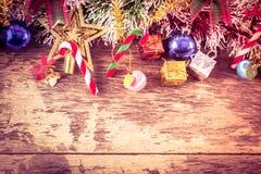 Chirstmas dekoraci tło na drewno stole Zdjęcie Royalty Free