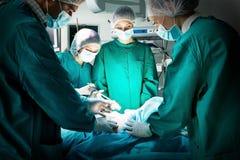 Chirurg drużyna podczas operaci obraz royalty free