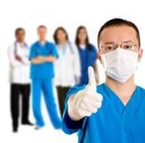 Chirurg met omhoog duimen Stock Fotografie
