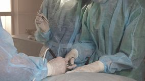 Chirurg używa elektronicznego skalpel podczas operaci zakończenia up Fotografia Royalty Free