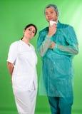 Chirurg und Krankenschwester Stockfoto