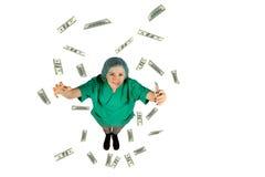 Chirurg unternimmt fliegenden Dollar des Jackpotgeldes auf weißem Hintergrund Stockbilder