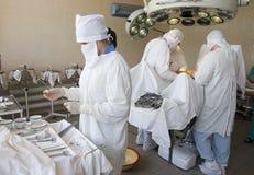 Chirurgen bei der Arbeit Stockfoto