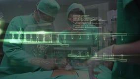 Chirurgen, die auf Patienten funktionieren stock video